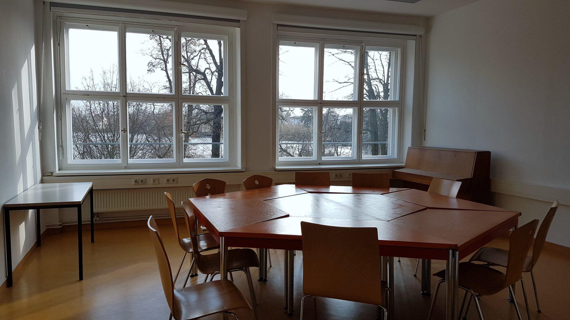 Tischgruppe kleiner Seminarraum